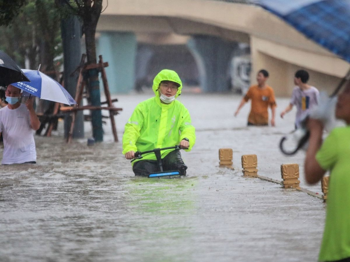 Rain-triggered floods hit China's Shaanxi, affecting almost 70,000