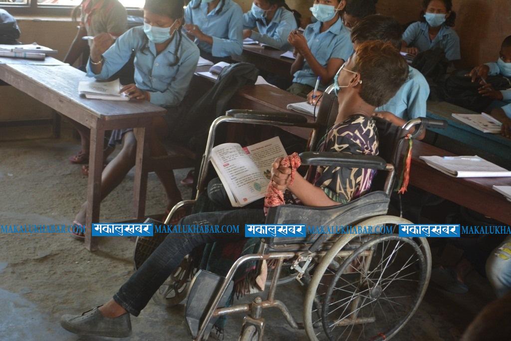 Physically challenged Saroj Sardar struggles hard to frequent school [Photos]