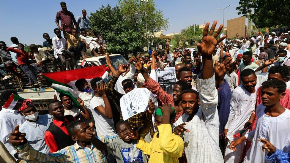 Sudan: Protesters demand military coup as crisis deepens