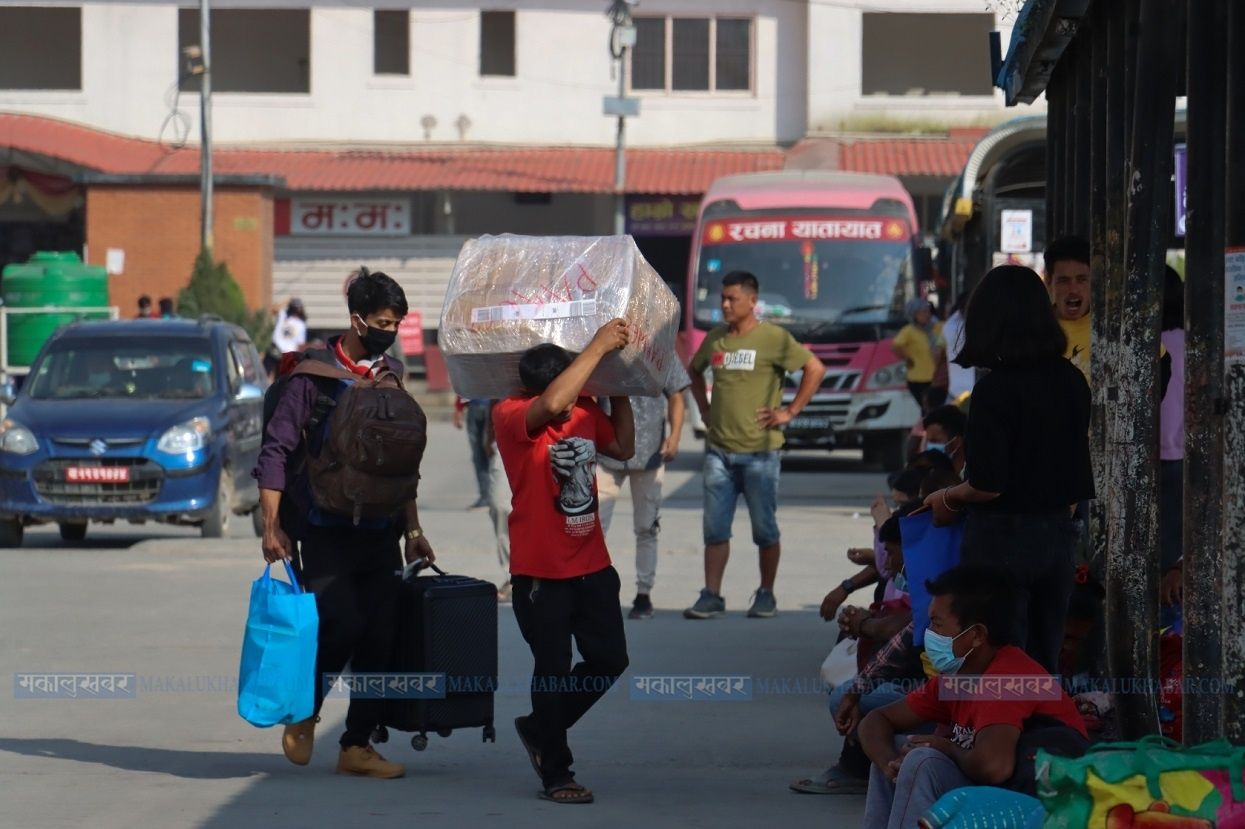900 thousand people leave Kathmandu Valley for festivals